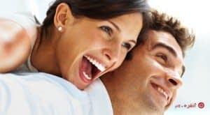 مردان و زنان شاد در کنار هم