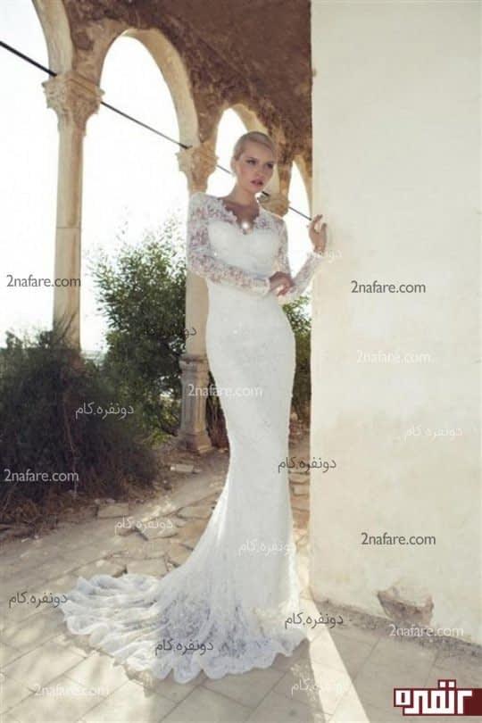 لباس عروس با دامن دنباله دار و تور دانتل