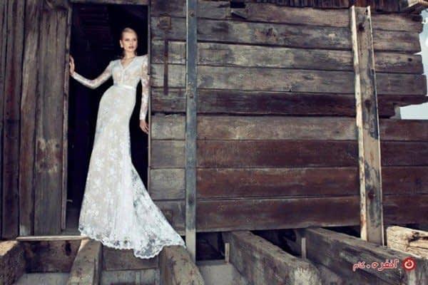 لباس عروس با دامن دنباله دار و تور دانتل2