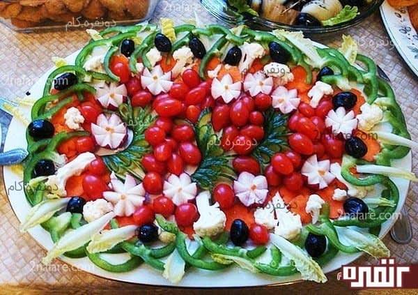 تزیین سالاد با گوجه فرنگی گیلاسی