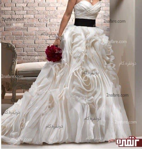لباس عروس با دامن پفی زیبا و دنباله دار