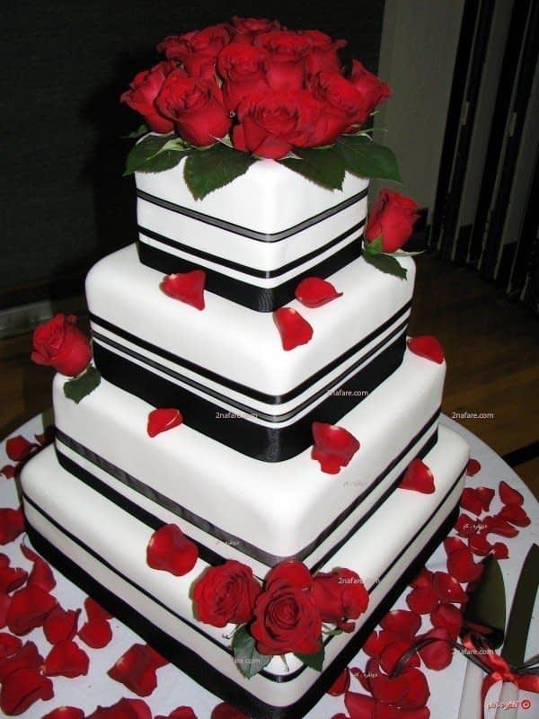 تزیین کیک با گل رز و فوندانت