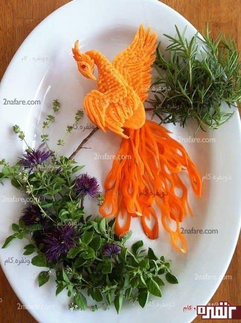 میوه آراییی با هویج به شکل طاووس