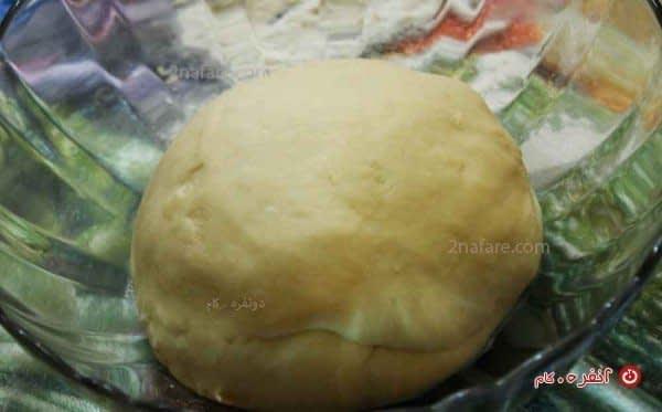 ورز دادن خمیر نان