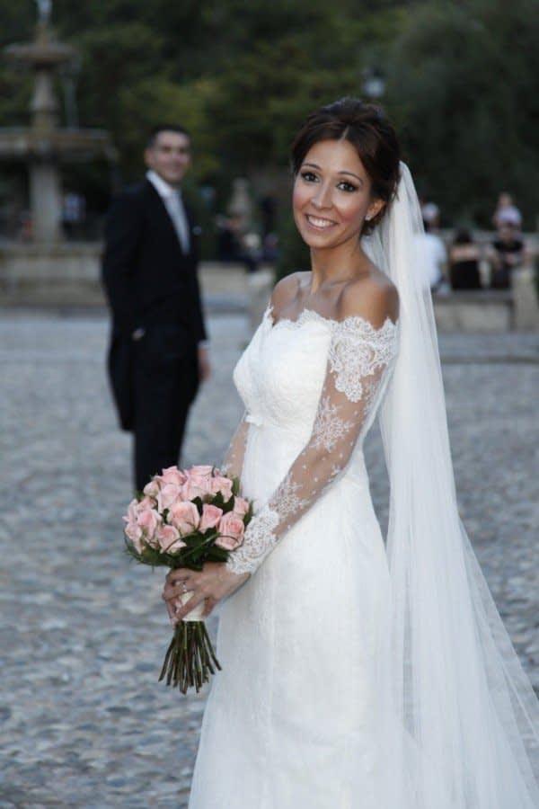 لباس عروس آستین بلند با یقه باز