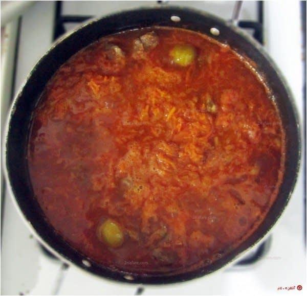 خورشت-هویج---هم-زدن-و-یکدست-کردن-خورش
