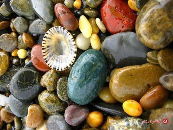 سنگ های ساحل دریا