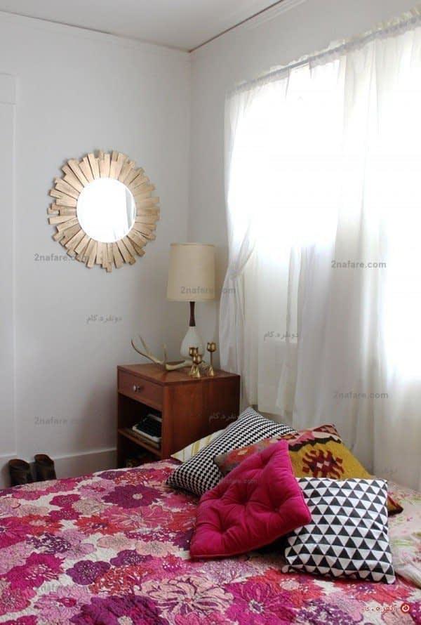 آینه ای زیبا و متناسب دکور برای فضای اتاق خواب مناسب و زیبا خواهد بود