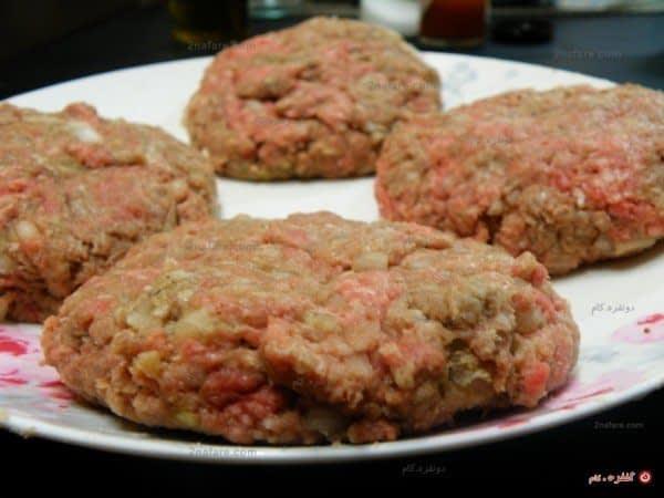 تکه های آماده ی گوشت همبرگری
