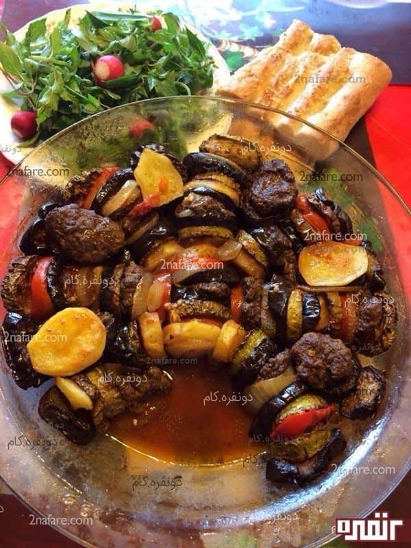 خوراک کوفته ریزه و سبزیجات