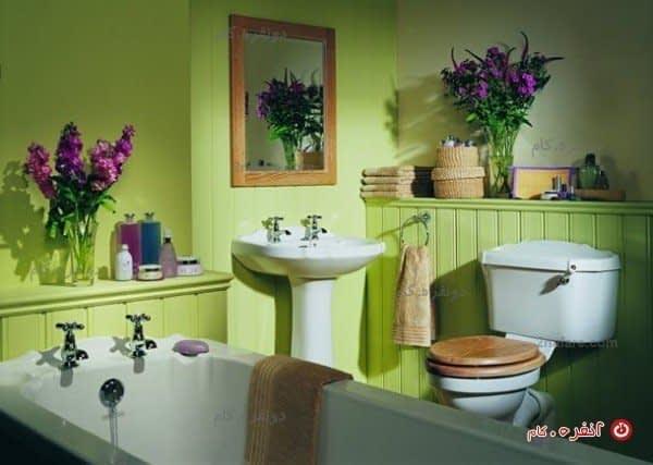 سرویس حمام عتیقه با ترکیب سبز پسته ای و دکور چوبی رنگ آمیزی شده