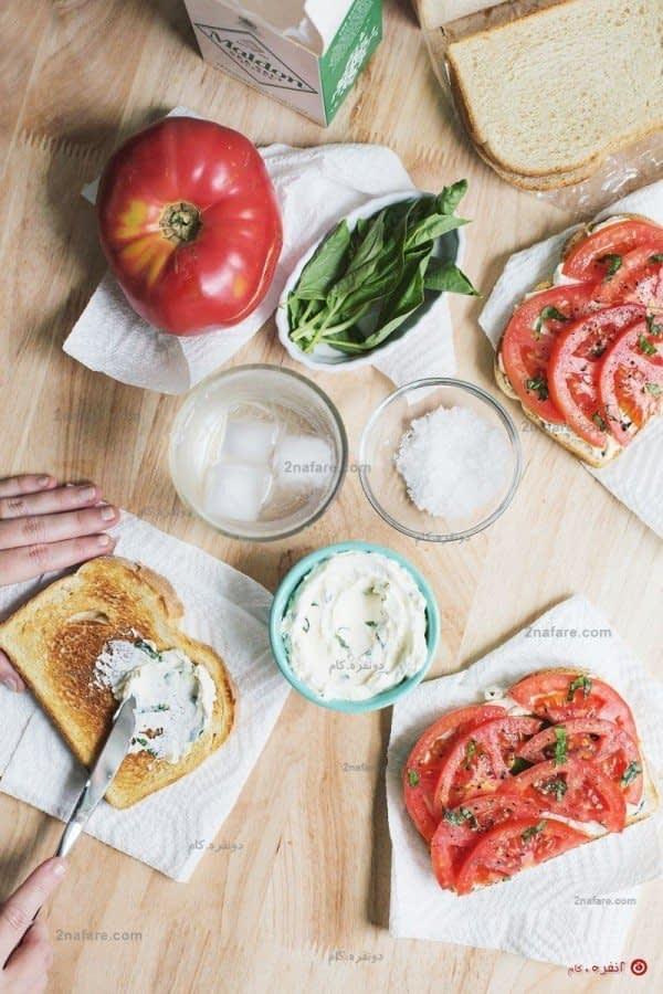 درست کردن تست گوجه و پنیر و ریحان