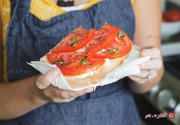 ساندویچ آماده شده با گوجه های تازه