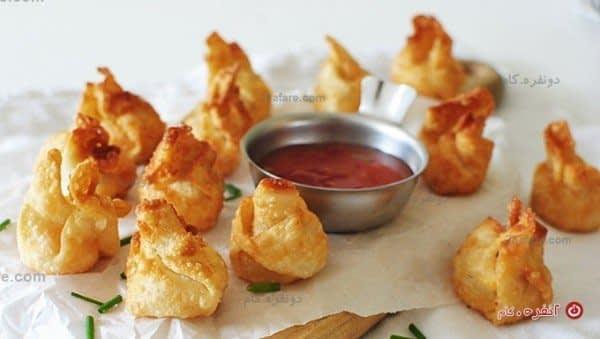 بقچه های یوفکا با پنیر و سس فلفل