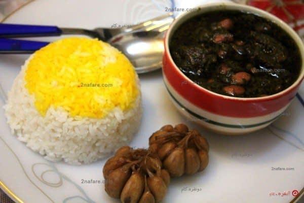 قرمه سبزی با برنج و سیر ترشی