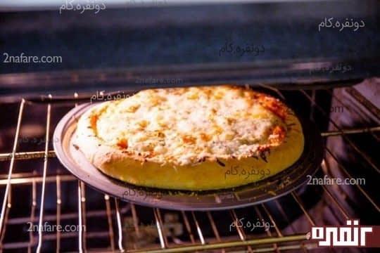 مراحل تهیه پیتزا پنیری