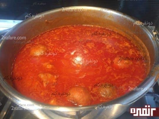اضافه کردن لیمو عمانی به خورشت قیمه