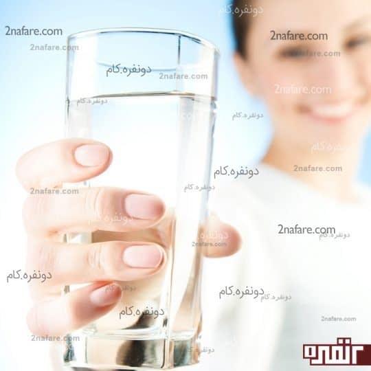 پوستی روشن و شفاف با نوشیدن آب