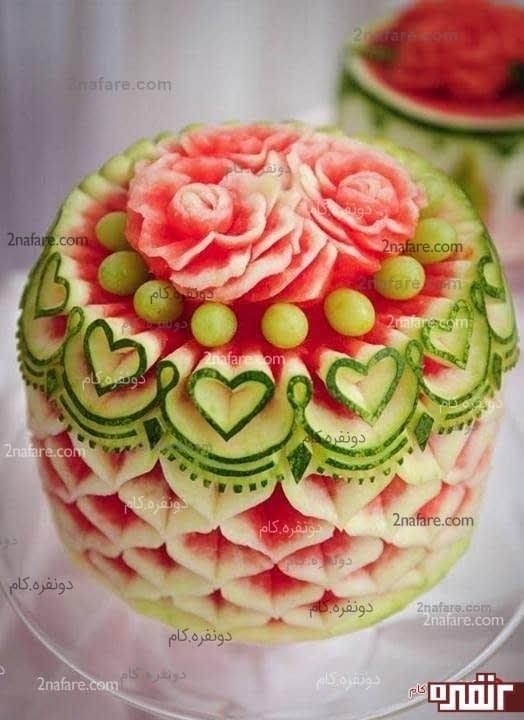 تزئین هندوانه با نقش های قلب و گل