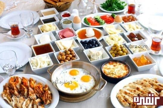 صبحانه ی روز تعطیل می تواند کمی پر تدارک تر و دور هم باشد