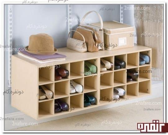 کمدی با فضاهای کوچک و عمیق برای نگهداری کفش ها