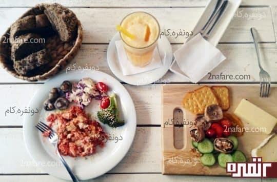یک صبحانه ی خوشمزه و نسبتا گران در یکی از کافه های تهران، جای شما خالی :)