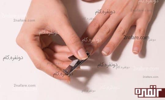 کوتاه کردن ناخن ها و فرم دادن به آنها به کمک ناخن گیر