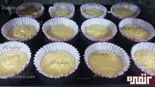 قرار دادن کیک یزدی در فر