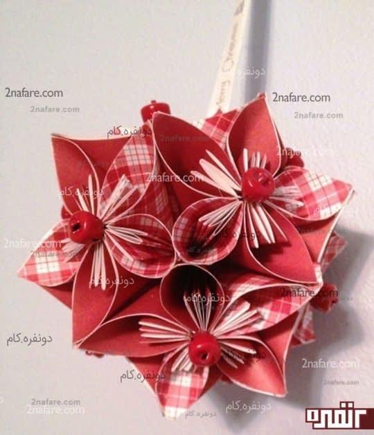 آویز گل های کاغذی رنگارنگ به روش اوریگامی