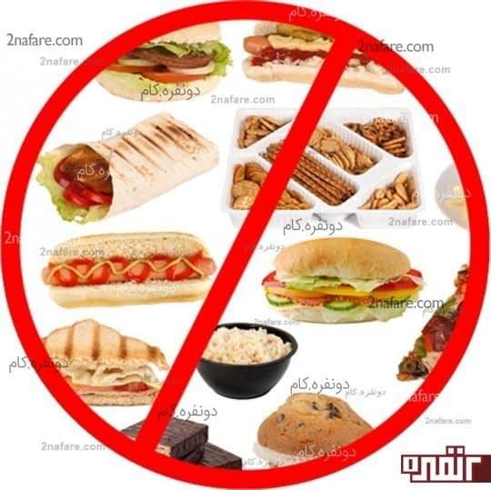 فست فودها و مواد غذایی چرب از شایع ترین علل ایجاد جوش