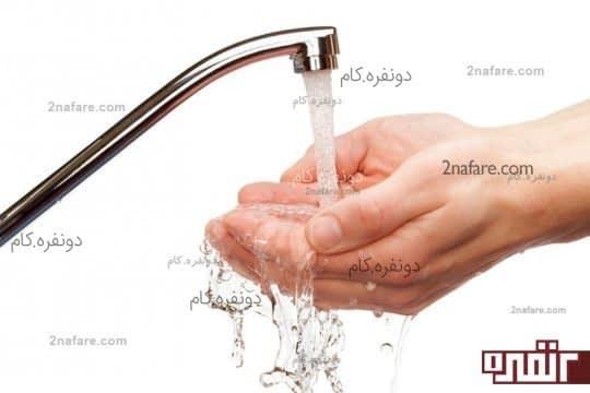 با استفاده از محلول آب ، سرکه ی سیب و جوش شیرین دستانتان را بشویید