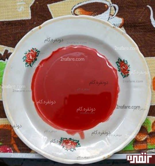 پارافین آب شده رو بصورت لایه ی نازک داخل ظرف مناسبی بریزین