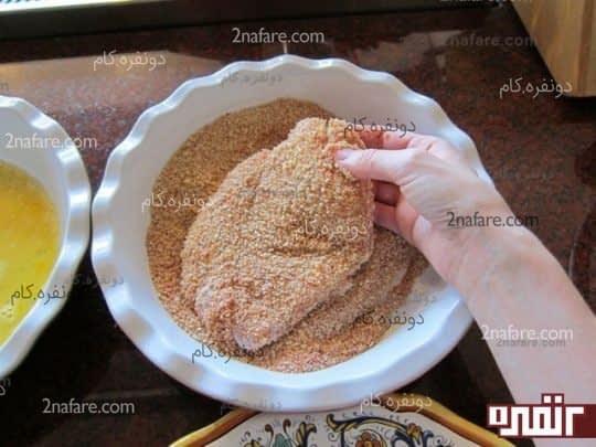 آغشته کردن مرغ به مواد
