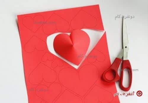 برش قلب روی کاغذ
