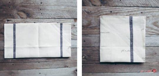 دستمال رو از وسط تا میکنیم و مجددا تای دیگه ای میزنیم تا به شکل مربع در بیاد