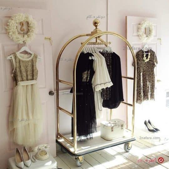 آویز کردن لباس