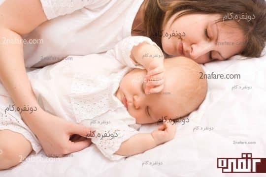 نوازش نوزاد قبل از خواب