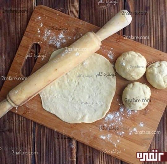 پهن کردن خمیر نان