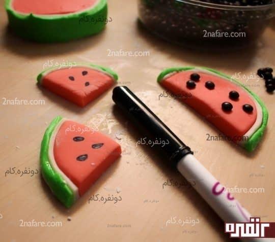 اضافه کردن دانه های هندوانه