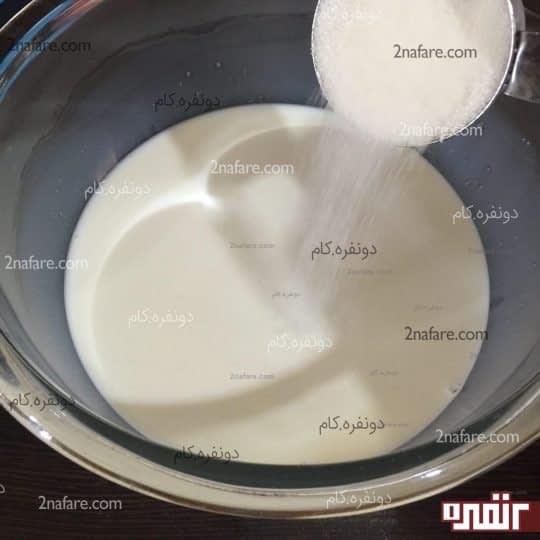 اضافه کردن شکر به شیر ولرم