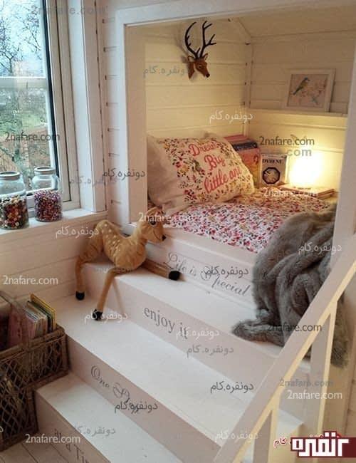 تخت خواب کودک کنار پنچره