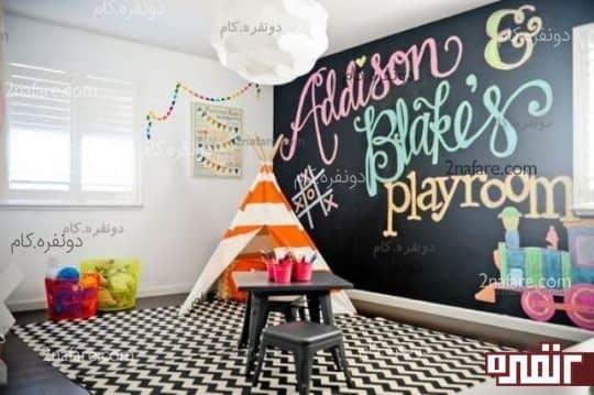 چیدمان یک فضای بازی همراه با یک تخته سیاه در یک سمت دیوار به همراه یک خیمه سرخ پوستی در گوشه دیوار و میز بازی ،برای کودکان در هر دو جنس بسیار جذاب خواهد بود.