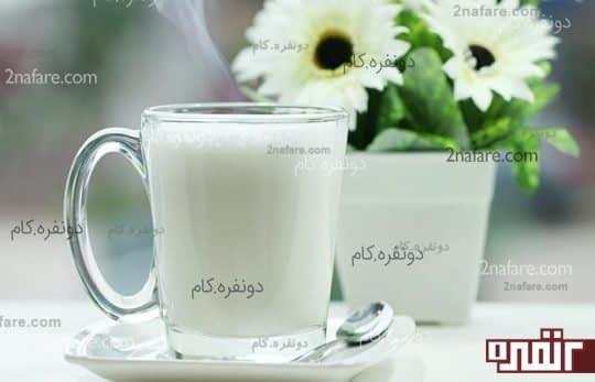 نوشیدن یک لیوان شیر داغ قبل از خوابیدن