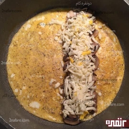 چیدن قارچ و پنیر