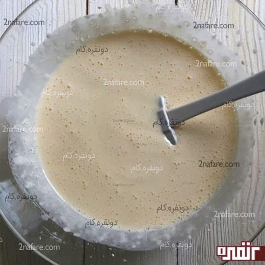 اضافه کردن مخلوط شیر وماست و روغن