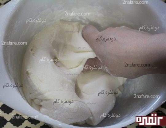 ورز دادن خمیر فوندانت با دست