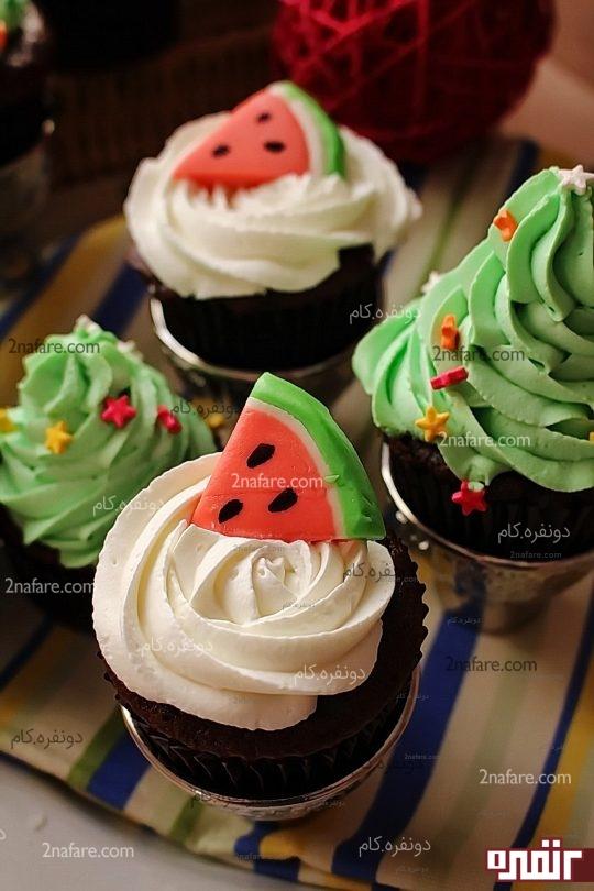کاپ کیک موکا با فراستینگ شکلات و انار