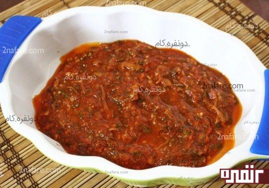 ریختن سس گوجه فرنگی ته ظرف