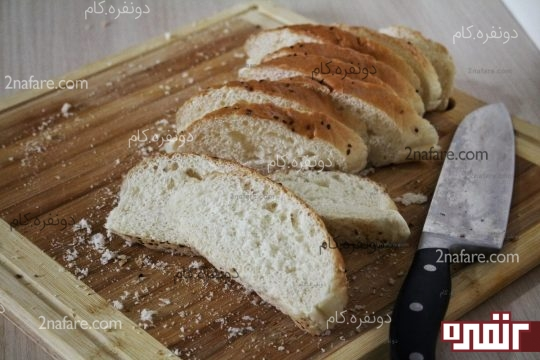 برش زدن نان باگت به صورت اُریب