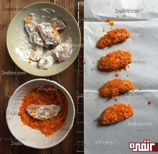 آغشته کردن مرغ ها به چیپس خورد شده